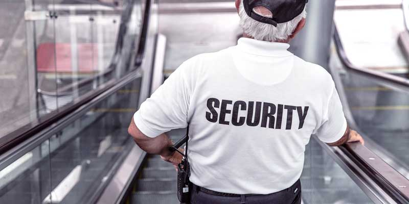 Milloin vartija voi poistaa henkilön paikalta?